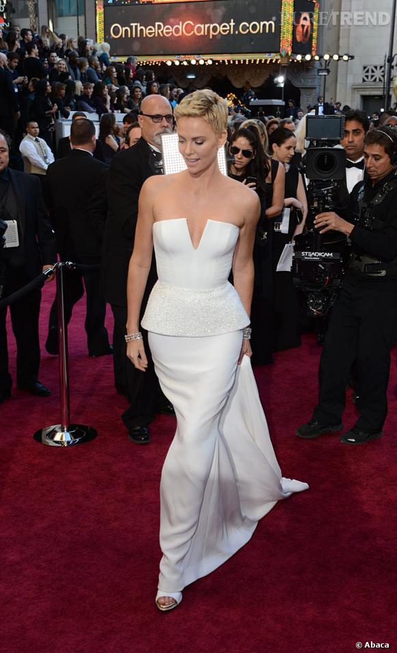 Charlize Theron aux Oscars 2013 en Christian Dior.