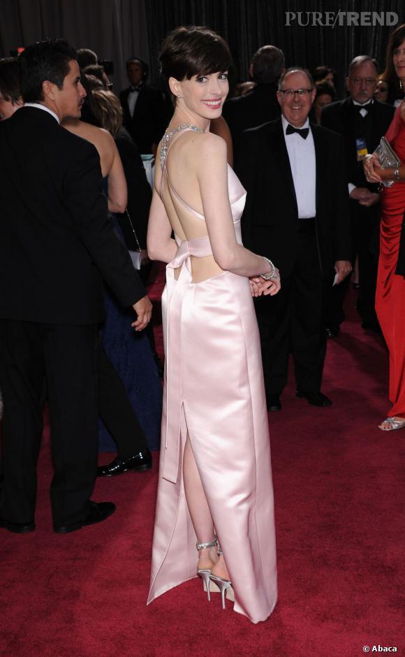 Anne Hathaway aux Oscars 2013 en Prada.
