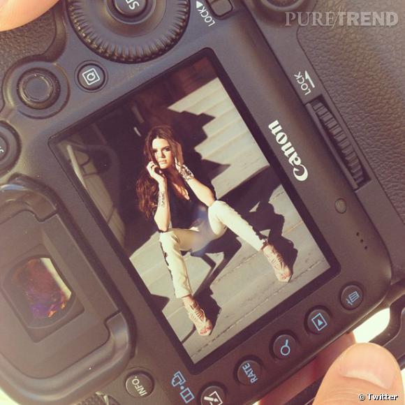 Kendall Jenner continue sa carrière de mannequin : elle pose ici pour Harper's Bazaar.