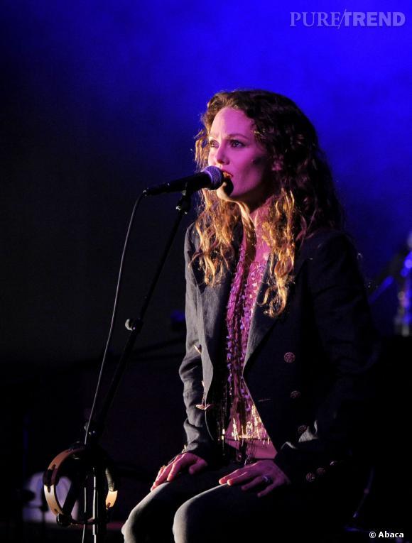 """Vanassa Paradis, retour à la musique avec l'album """"Love Songs"""" attendu pour mai 2013. Elle vient de dévoiler le premier single """"Love Song""""."""