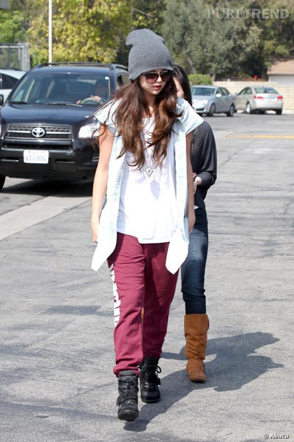 Selena Gomez, un look négligé dans les rues de Los Angeles.