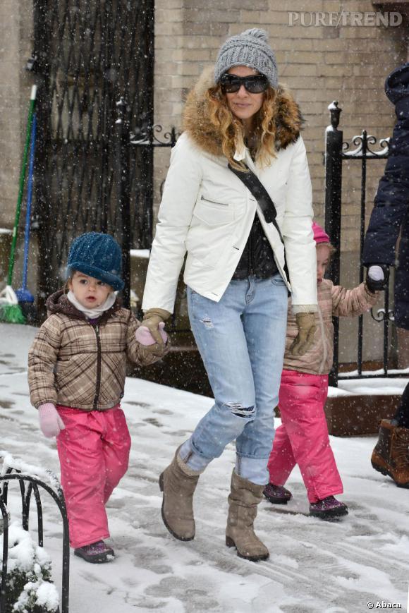 L'hiver fait bien les choses... Désormais, c'est bottines plates pour Sarah Jessica Parker, interdite de talons.