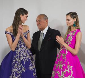 Oscar de la Renta recevra The Founders Award qui récompense son influence dans le monde de la mode.