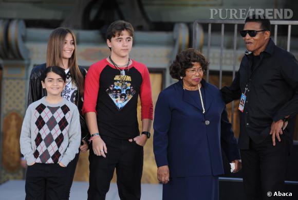 Paris, Prince, Blanket et Katherine Jackson réclament 40 milliards de dollars à AEG Live.