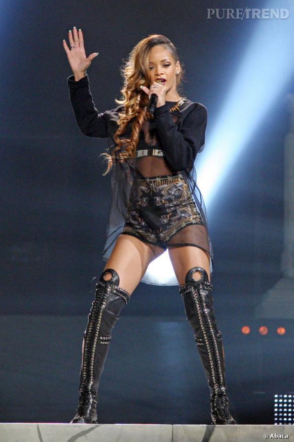 """Rihanna en concert à Toronto pour sa tournée """"Diamonds""""."""