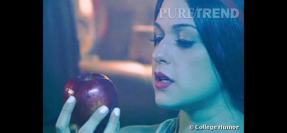 Dans cette parodie, la pomme empoisonnée de Blanche Neige devient une drogue hallucinogène.