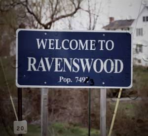 Pretty Little Liars : le spin-off s'appelle Ravenswood