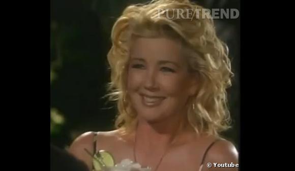 Rétro beauté Les Feux de l'Amour  : Avec les années, Nikki Newman change de style, comme ici avec une chevelure frisée (les prémices de la tendance wavy ?)