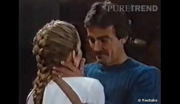 Rétro beauté Les Feux de l'Amour :  Bien avant le retour de la tresse, Nikki Newman la portait dans une version très graphique. De son côté, Victor a toujours cru dans le pouvoir de la moustache (ici en 1984).