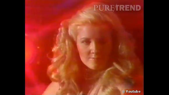 Rétro beauté Les Feux de l'Amour :  Nikki Reed (alias Melody Thomas Scott), du temps où elle n'était pas encore Newman mais strip-teaseuse au Bayou. La chevelure à la Candy était semble-t-il de rigueur.