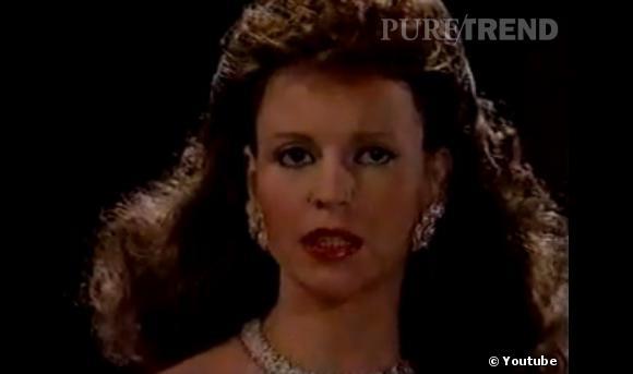 Rétro beauté Les Feux de l'Amour :  Au début de la série, c'est Brenda Dickson qui interprète le rôle de Jill Foster, la fille de Katherine Chancellor (mais ça, on ne le sait qu'à partir de la 30e saison). Ca sent bon le brushing 80's et les boucles d'oreilles à clip.