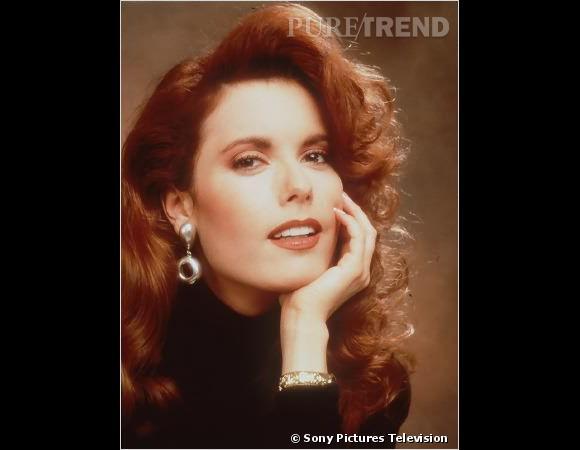 Rétro beauté Les Feux de l'Amour :  Genoa City compte aussi une styliste, Lauren Fenmore (Tracey E.Bregman, au casting depuis 1983), adepte des brushings XXL.