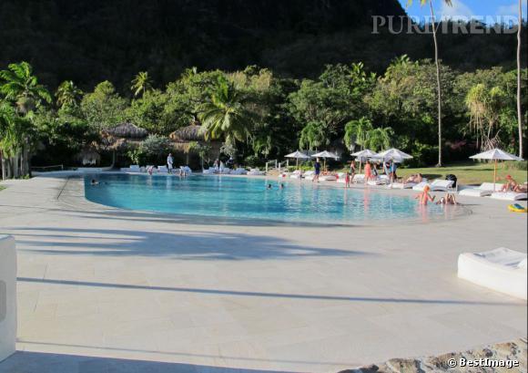 Une piscine gigantesque pourra permettre aux invités de se détendre...