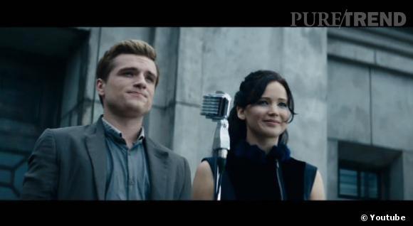 Katniss (Jennifer Lawrence) et Peeta (Josh Hutcherson) embraquent pour la Tournée de la Victoire.