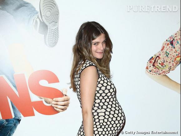 """Elisa Sednaoui affiche sa grossesse à la première du film """"Les Gamins"""" au cinéma Gaumont Opéra à Paris, le 15 avril 2013."""