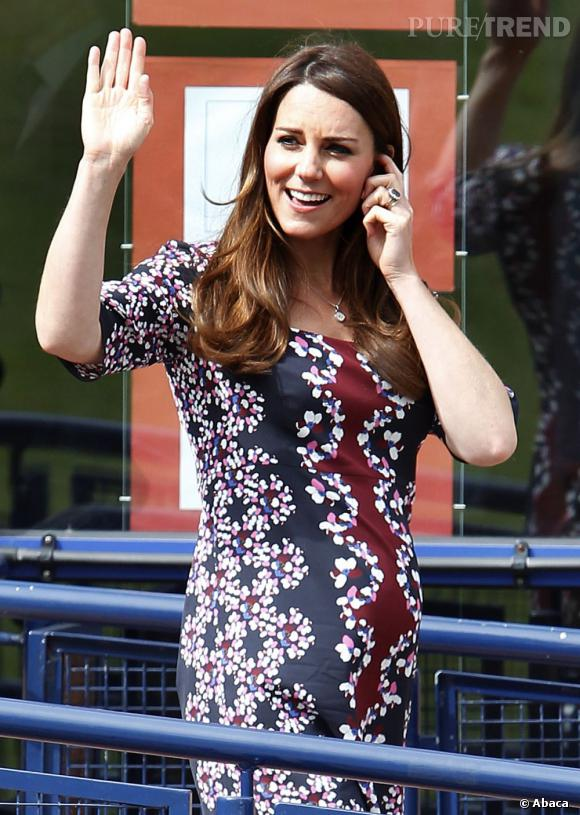 Kate Middleton porte une robe imprimé kaléidoscope.