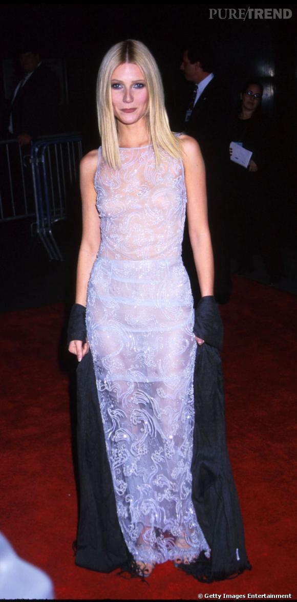 Le flop look sexy  : tissu transparent, broderies inqualifiables et couleur néon, Gwyneth Paltrow nous fait presque peur.