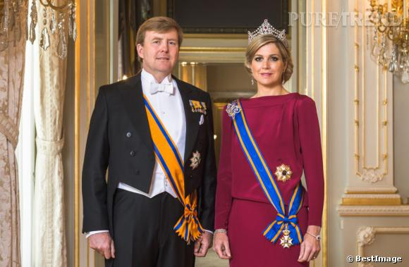 La reine Maxima des Pays Bas pose pour sa première photo officielle.