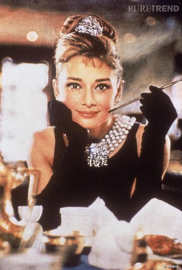 """Le chignon banane : Devenu culte grâce à Audrey Hepburn dans """"Breafkast at Tiffany's"""", ce chignon est devenu plus qu'un indispensable !"""