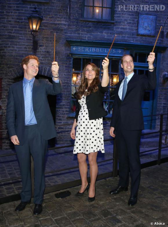 La famille royale s'est détendue la semaine dernière aux studios Warner... Mais face aux journalistes, le prince Harry a tenu sa langue !