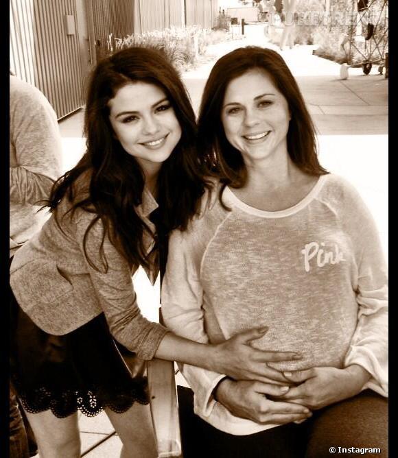 Selena Gomez a souhaité une bonne fête des mères à ses fans, tout en confirmant la grossesse de sa propre mère !