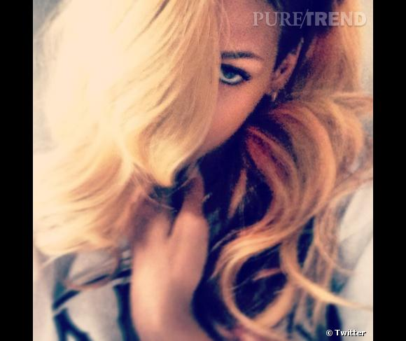 Rihanna, de nouveau blonde !