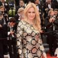 """Aimee Mullins sur le red carpet de la première de """"Jeune et jolie""""."""