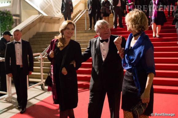 Valérie Trierweiler et Claude Lanzmann sortent du Palais des Festivals.