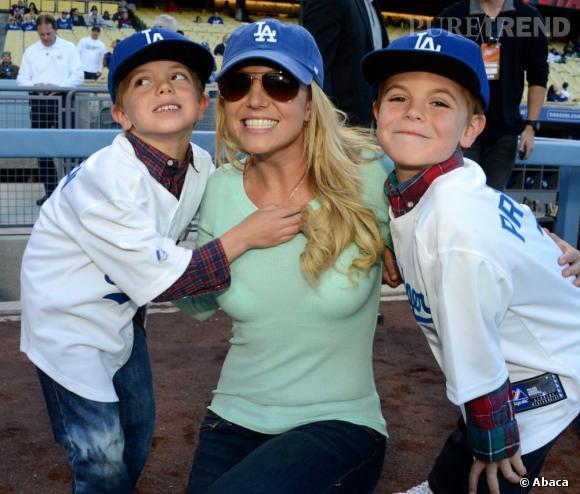 Britney Spears et ses deux petits footballeurs Sean et Jayden James.