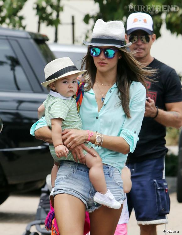 Alessandra Ambrosio et son petit boudeur Noah.
