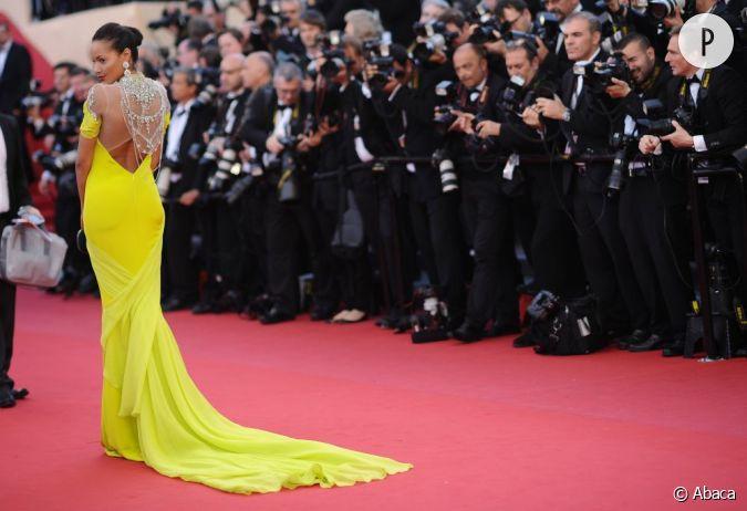 le top robe jaune selita ebanks enchante le tapis rouge dans une robe longue couleur citron. Black Bedroom Furniture Sets. Home Design Ideas