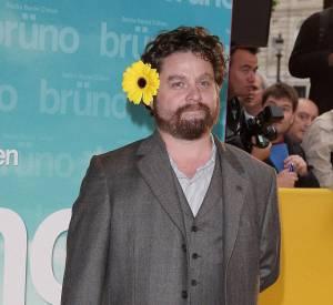 """Zach Galifianakis à la première de """"Bruno"""" : dites le avec des fleurs !"""