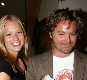 Zach Galifianakis, presque timide au côté de l'actrice A.J Cook en 2003.
