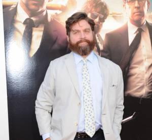 """Zach Galifianakis à la première de """"Very Bad Trip 3"""" en 2013 adopte la cravate à pois."""