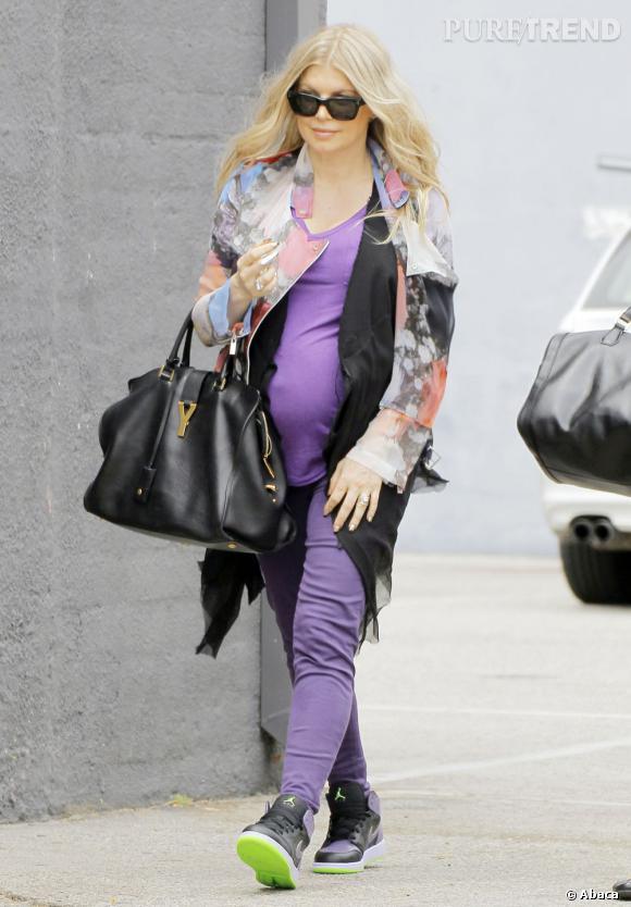 Fergie a été aperçue se dirigeant vers son studio mardi, plus enceinte que jamais.