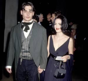 Aux Golden Globes en 1991, Johnny Depp sort le grand jeu avec une veste queue de pie qui fait mal aux yeux. Il n'y a pas de doute, son personnage dans Edward aux mains d'argent l'a marqué.