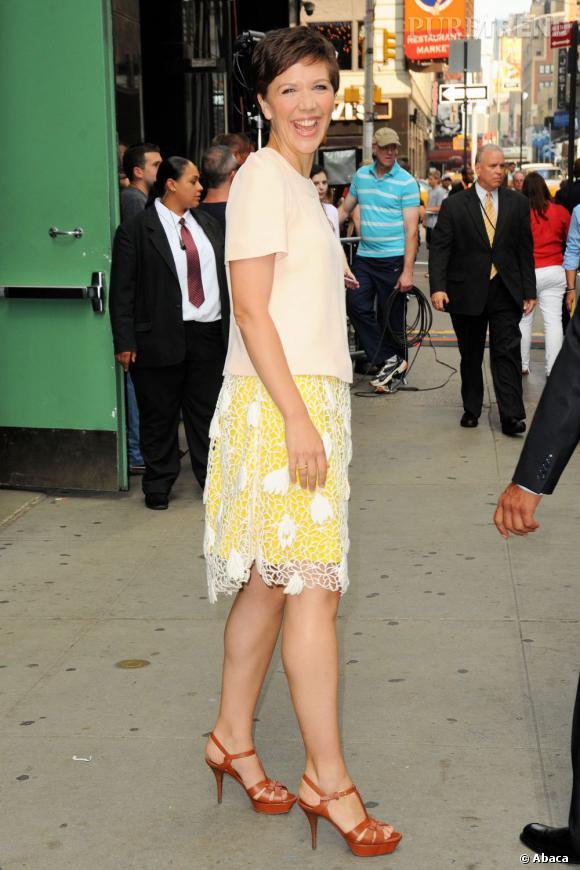 """Maggie Gyllenhaal à New York pour la promotion de """"White House Down"""", un look digne d'une poupée."""