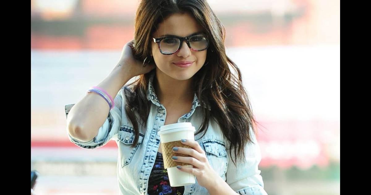 d0d9c1912c La jeune Selena Gomez retrouve ses années lycée - Puretrend