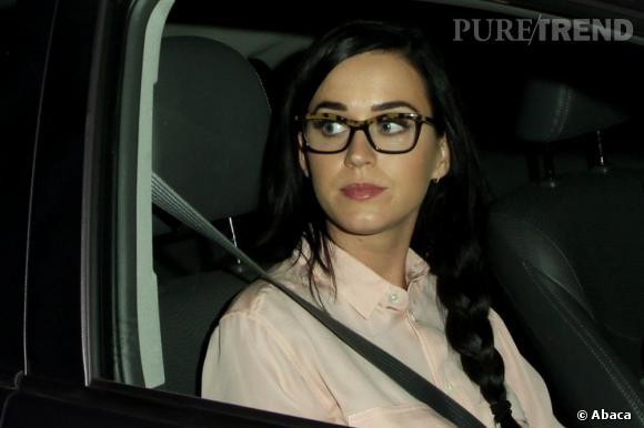Katy Perry s'essaie au look intello.