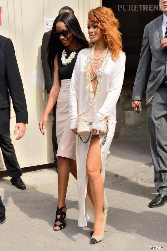 Rihanna, toujours aussi sexy pour le défilé Chanel Haute Couture Automne Hiver 2013-2014 lors de la Fashion Week de Paris.