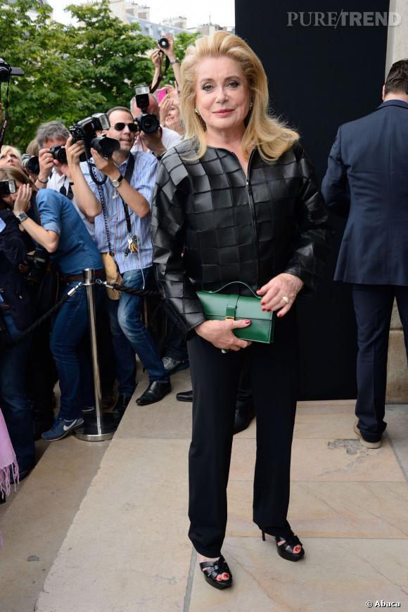 Catherine Deneuve au défilé Giorgio Armani Privé Haute Couture Automne Hiver 2013-2014.
