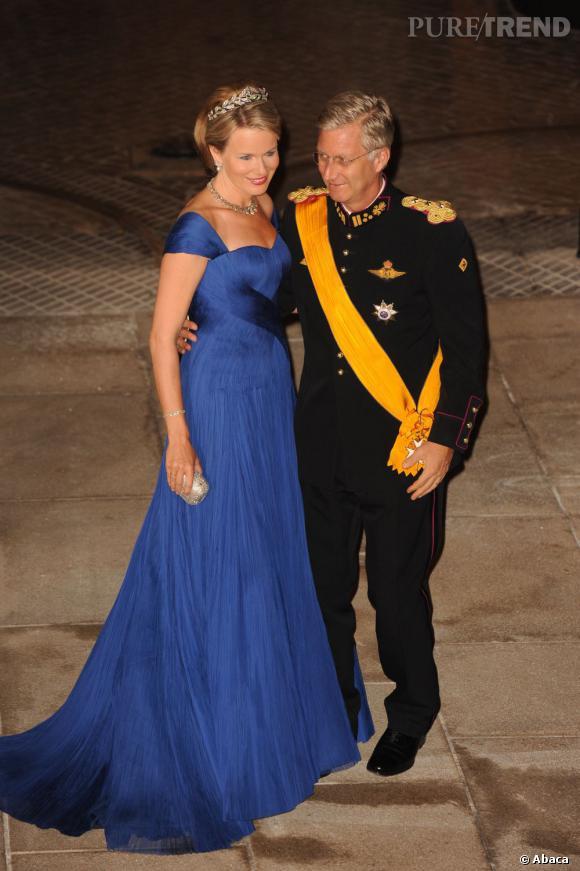Le Princesse (et future reine) Mathilde de Belgique, magnifique en robe bleu klein.