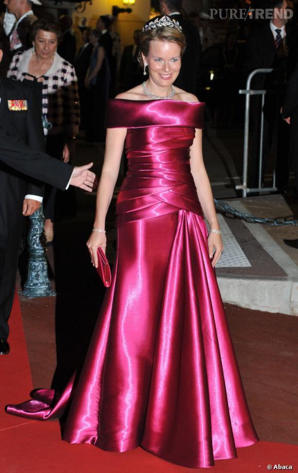 La Princesse Mathilde de Belgique affectionne tout particulièrement le rose.