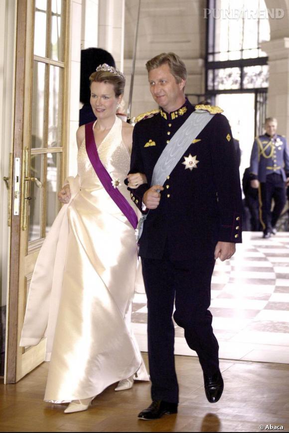 La Princesse Mathilde de Belgique et son mari le Prince Philippe de Belgique dans des tenues officielles.