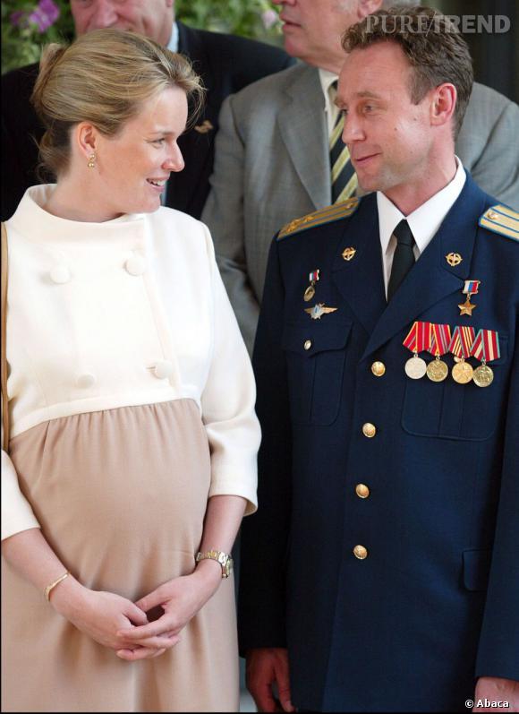 La Princesse Mathilde de Belgique enceinte de son deuxième enfant, Gabriel.