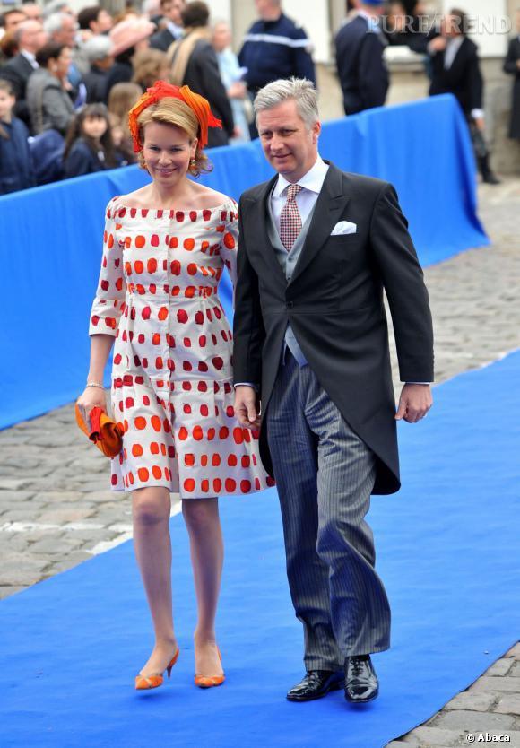 La Princesse Mathilde de Belgique, très audacieuse en robe à pois, et son mari le Prince Philippe de Belgique à Senlis, en France.