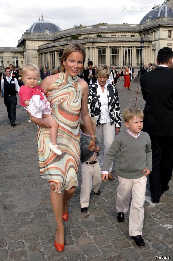 La Princesse Mathilde de Belgique et ses enfants en 2009.