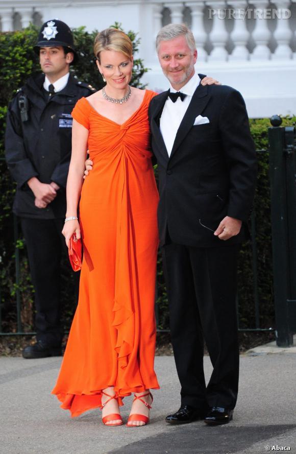 La Princesse Mathilde de Belgique et son mari le Prince Philippe de Belgique. Encore une tenue vitaminée pour la Princesse !