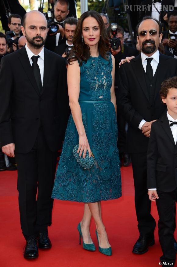 Bérénice Béjo à Cannes : l'actrice ose le total look vert pétrole signé Elie Saab.