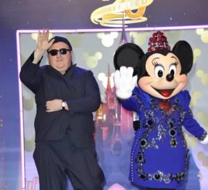 En début d'année 2013 et pour fêter les 20 ans du parc Disney Land Paris, Alber Elbaz, le directeur artistique de Lanvin, signait une petite robe pour Minnie. Elle ne s'est pas privée de défiler avec le couturier !